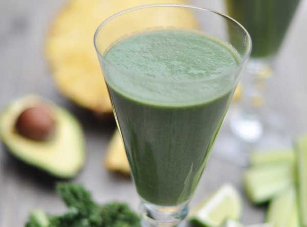 Super Green Juice from Wheatgrass and Wine